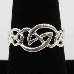 Vintage Size 7.5 Sterling Odd Design Tribal Ring
